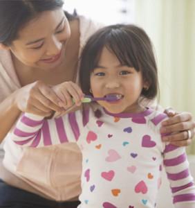 help-kids-brush-teeth_roomchang-dental